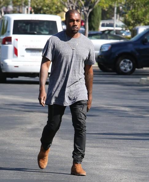 Kanye+West+Kim+Kardashian+Enjoy+Sunday+Movie+K2_XfRIDJVyl