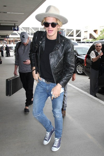 Cody+Simpson+seen+at+LAX+ip1EPgkoLdvl